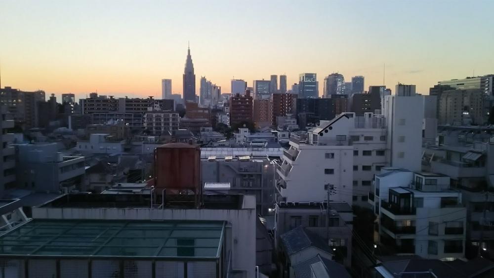 当社ビルからの西新宿ビル群です。